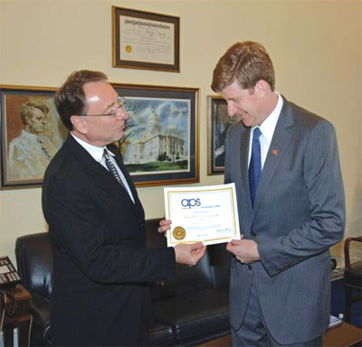 Rep. Patrick Kennedy being made an honorary APS Member by Executive Director Alan Kraut in 2007.