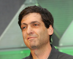 This is a photo of Dan Ariely giving the Fred Kavli keynote address at the 2016 APS Annual Convention.