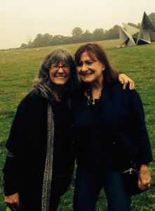 A picture of Susan Goldin-Meadow and Annette Karmiloff-Smith in England