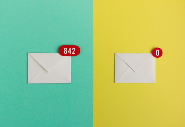 Split image - left half an envelope with over 800 unopened emails notification, right half an enveloped with zero emails