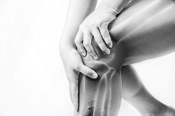 Monochrome photo of knee pain
